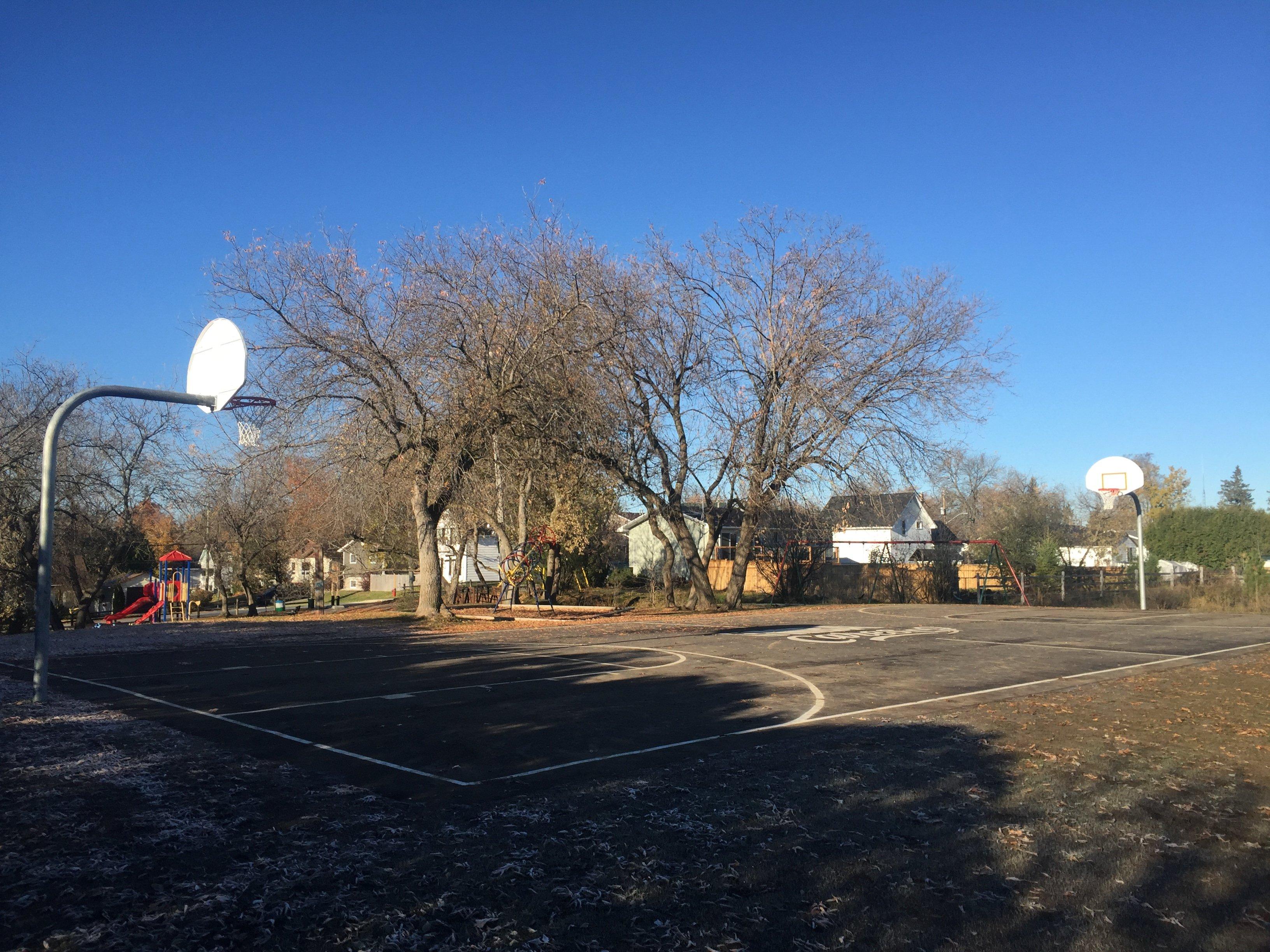 augusta-st-park-basketball-court-almonte