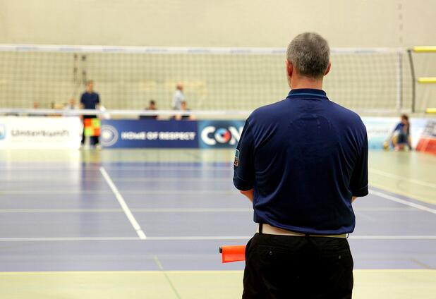 volleyball-referee-on-court