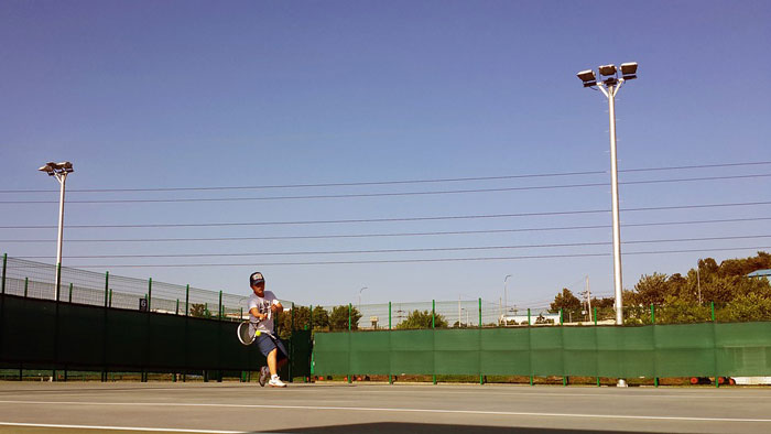 windscreens-on-tennis-court.jpg